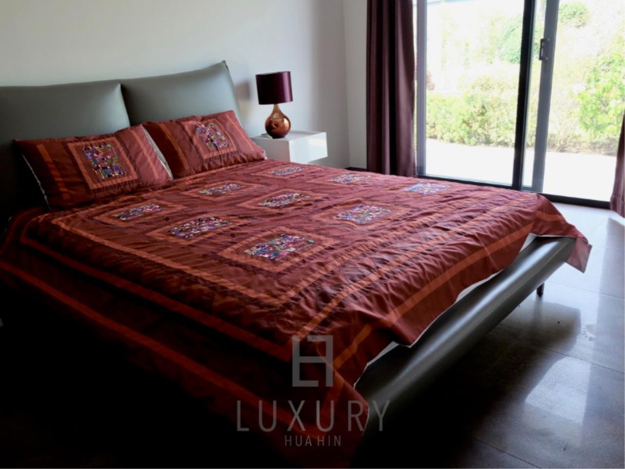 Luxury Hua Hin Property Agency's Stunning 6 Bedroom Pool Villa on 2 Rai of Land 25