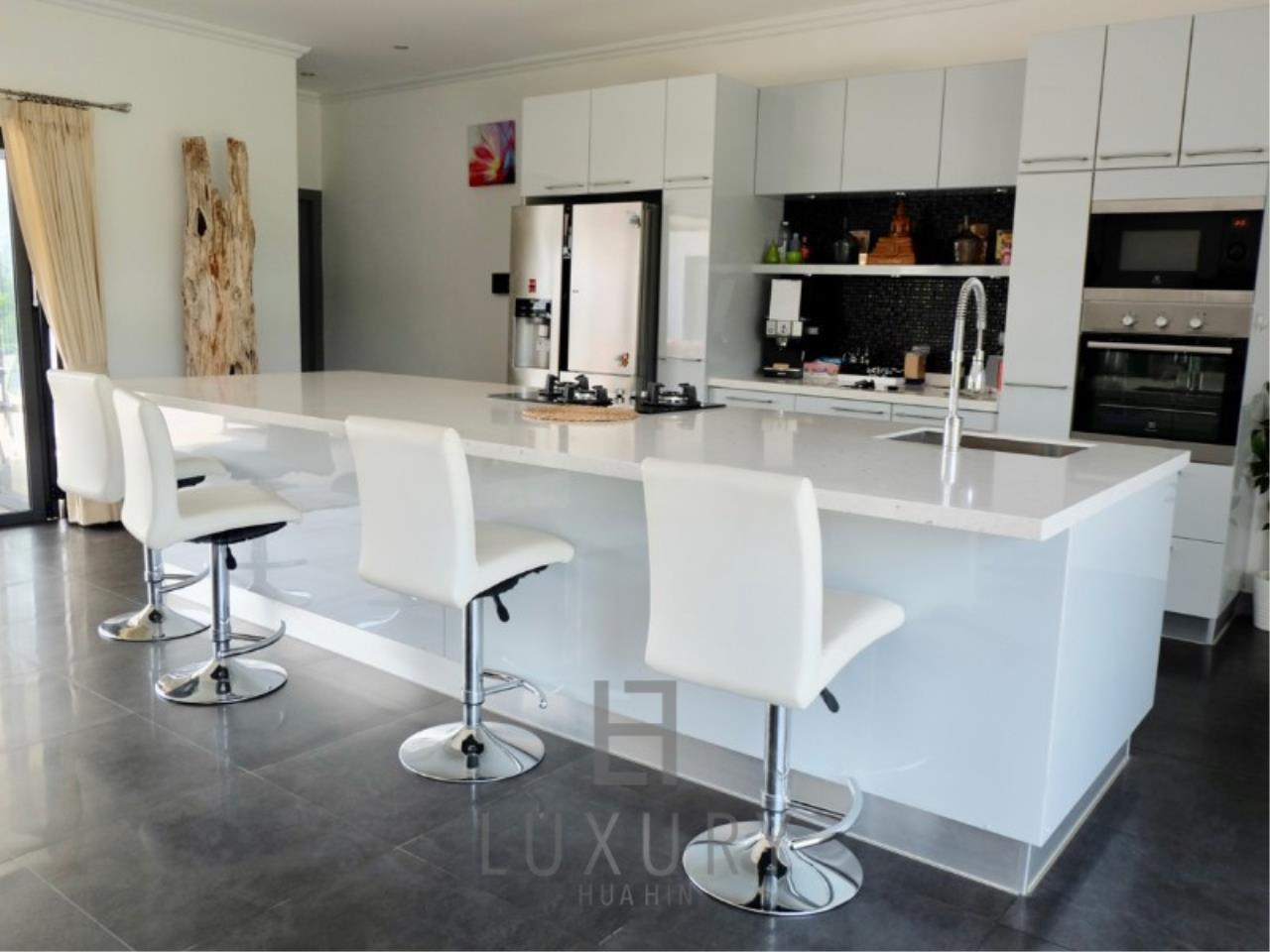 Luxury Hua Hin Property Agency's Stunning 6 Bedroom Pool Villa on 2 Rai of Land 13