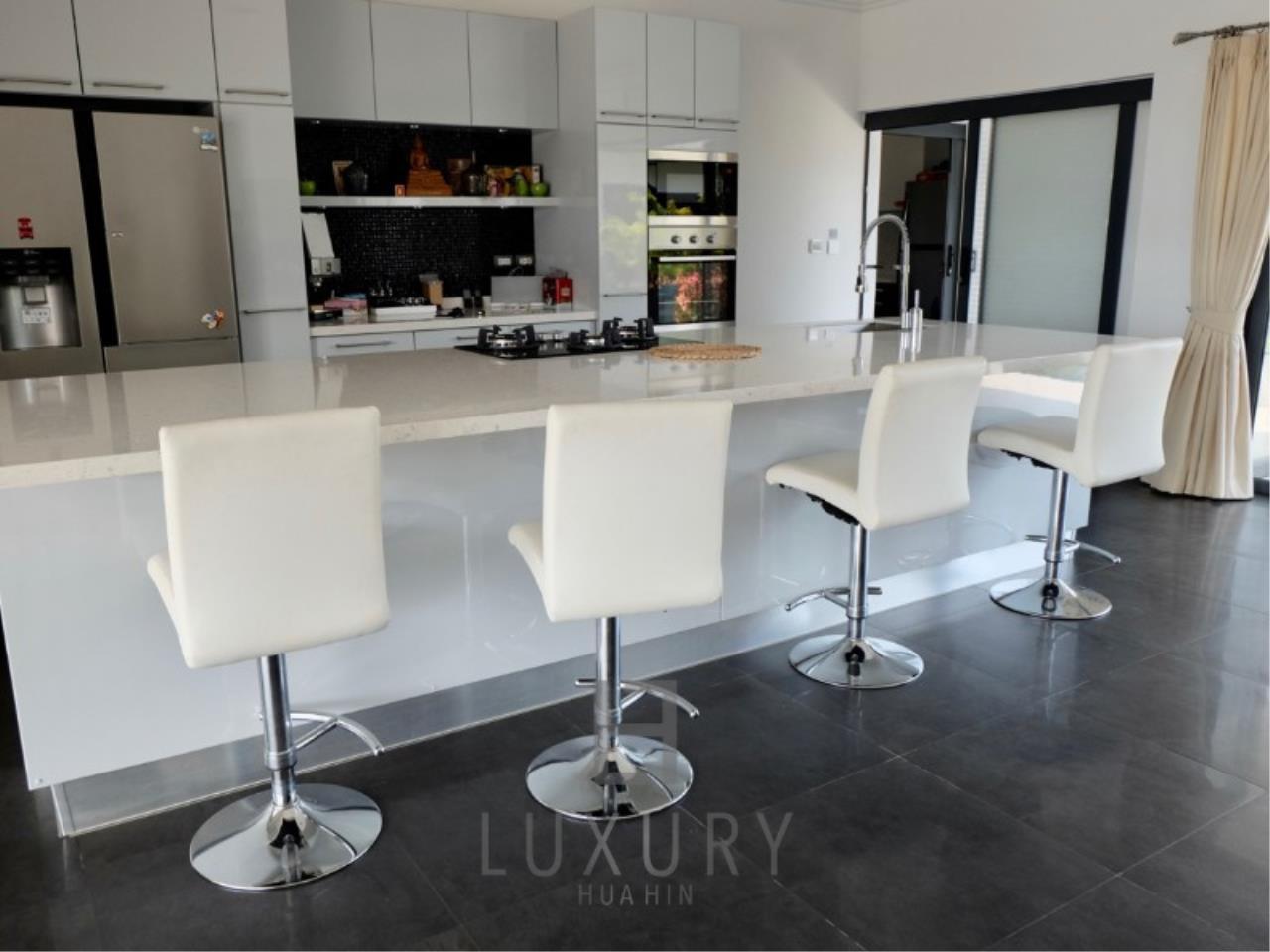 Luxury Hua Hin Property Agency's Stunning 6 Bedroom Pool Villa on 2 Rai of Land 14