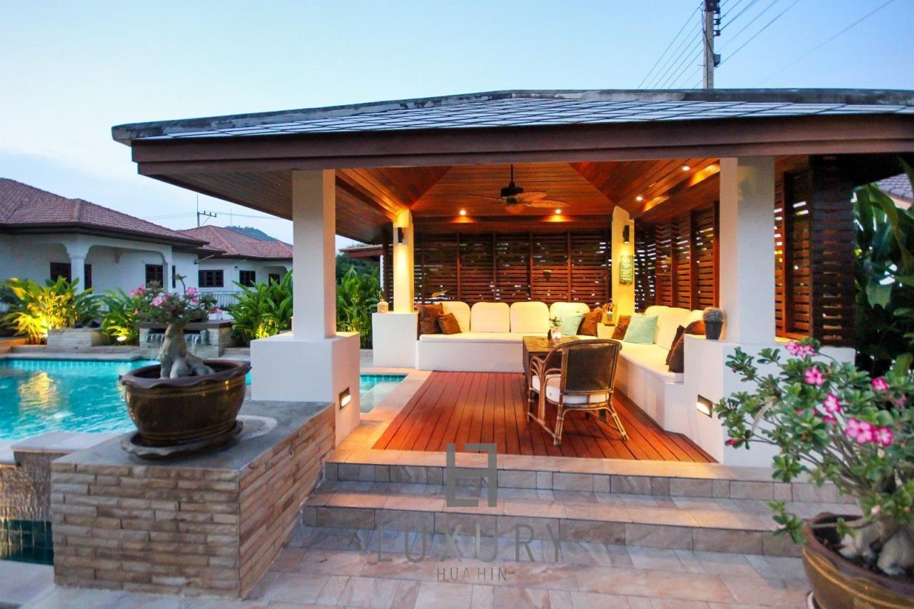 Luxury Hua Hin Property Agency's Centrally Located 3 Bedroom Pool Villa 10