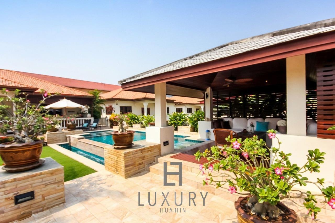Luxury Hua Hin Property Agency's Centrally Located 3 Bedroom Pool Villa 7