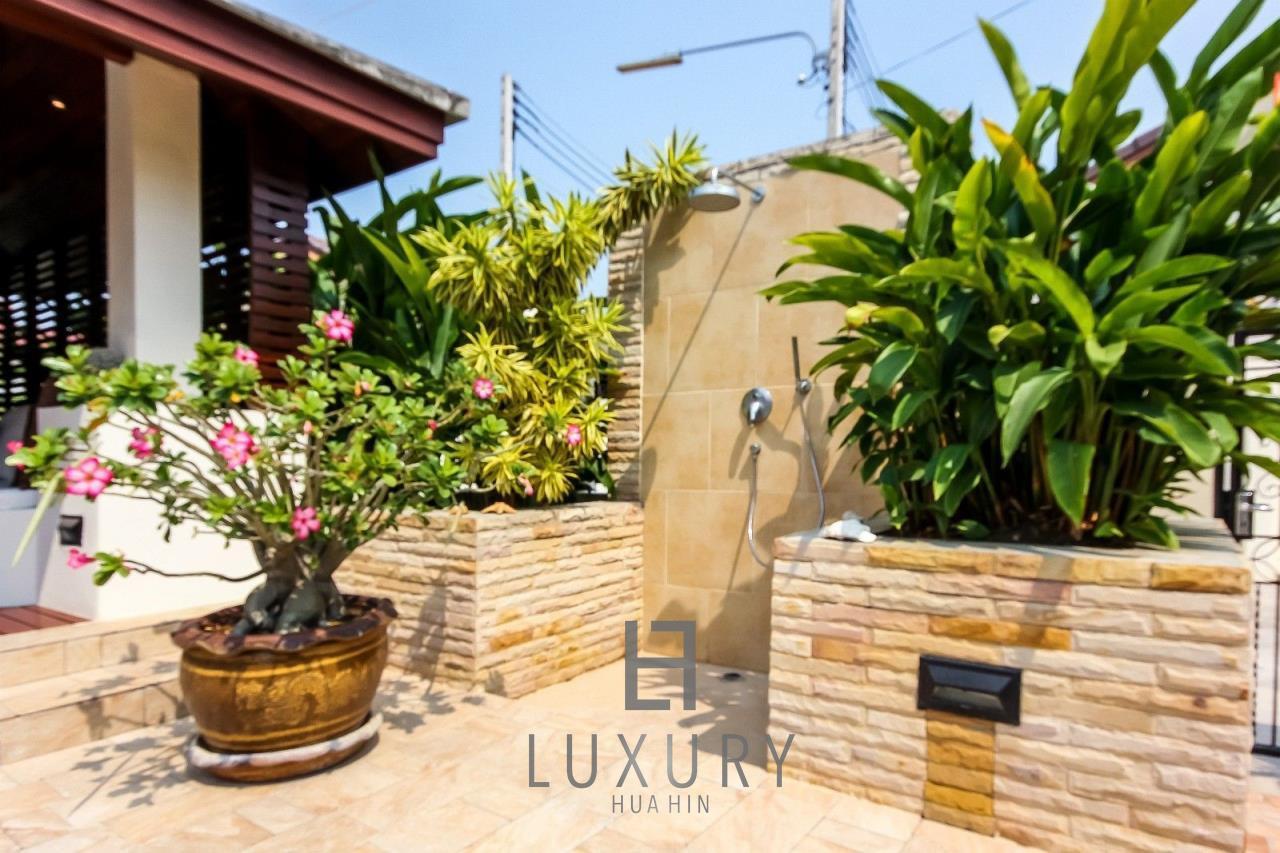 Luxury Hua Hin Property Agency's Centrally Located 3 Bedroom Pool Villa 14