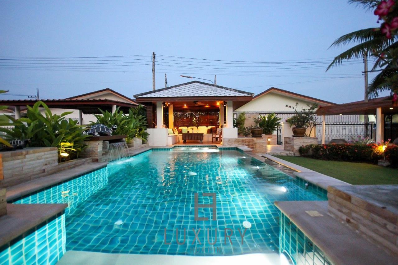 Luxury Hua Hin Property Agency's Centrally Located 3 Bedroom Pool Villa 6