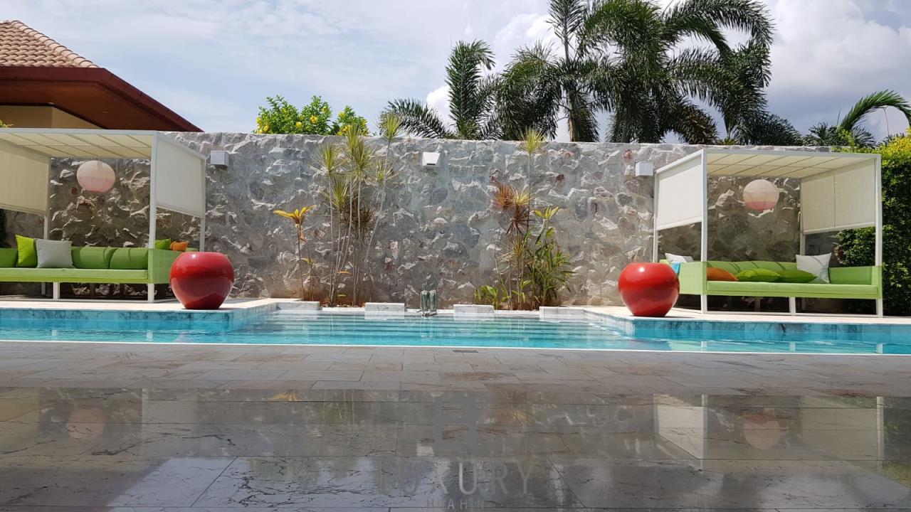 Luxury Hua Hin Property Agency's Outstanding New 4 Bedroom Pool Villa 6