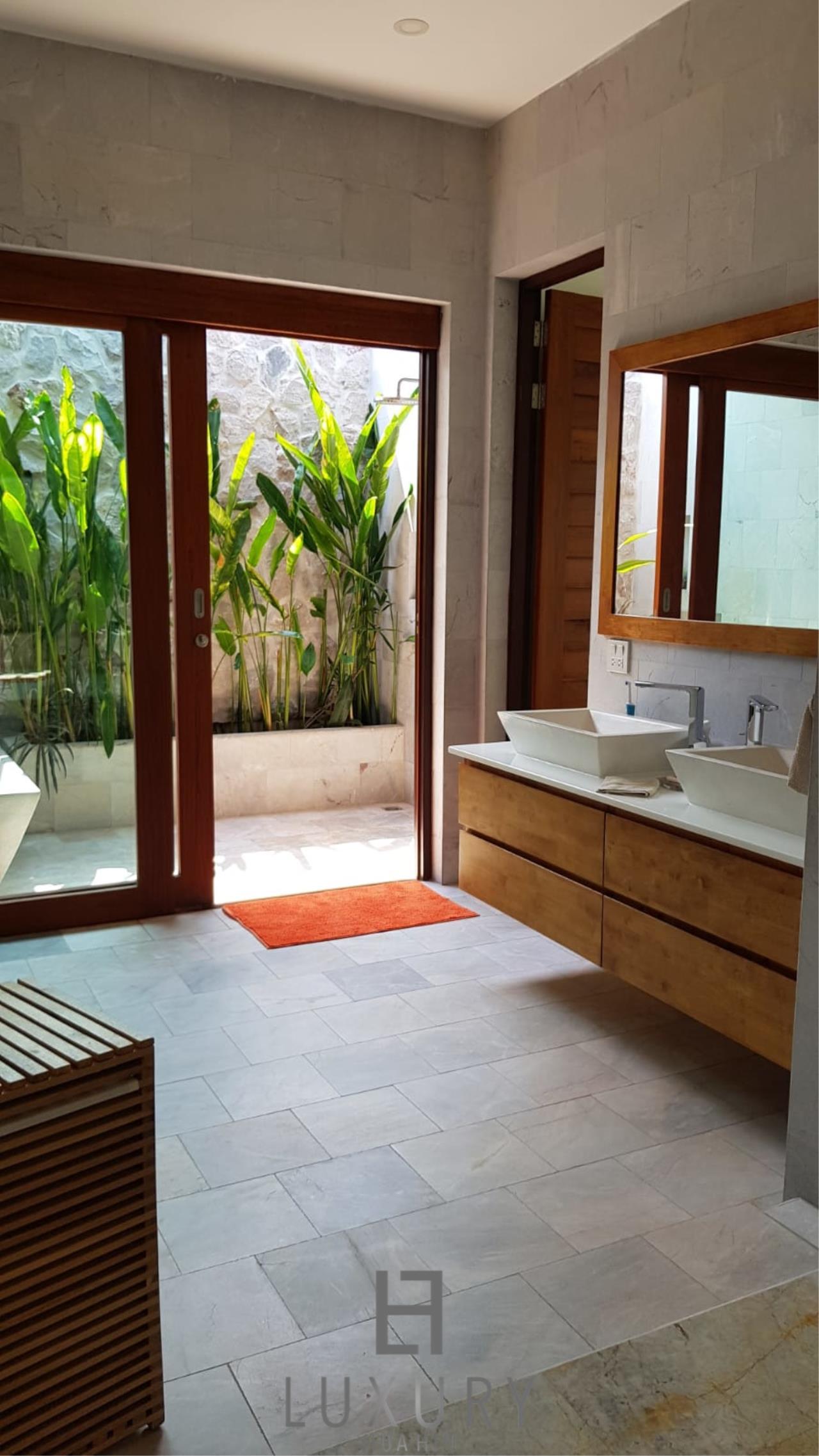 Luxury Hua Hin Property Agency's Outstanding New 4 Bedroom Pool Villa 20