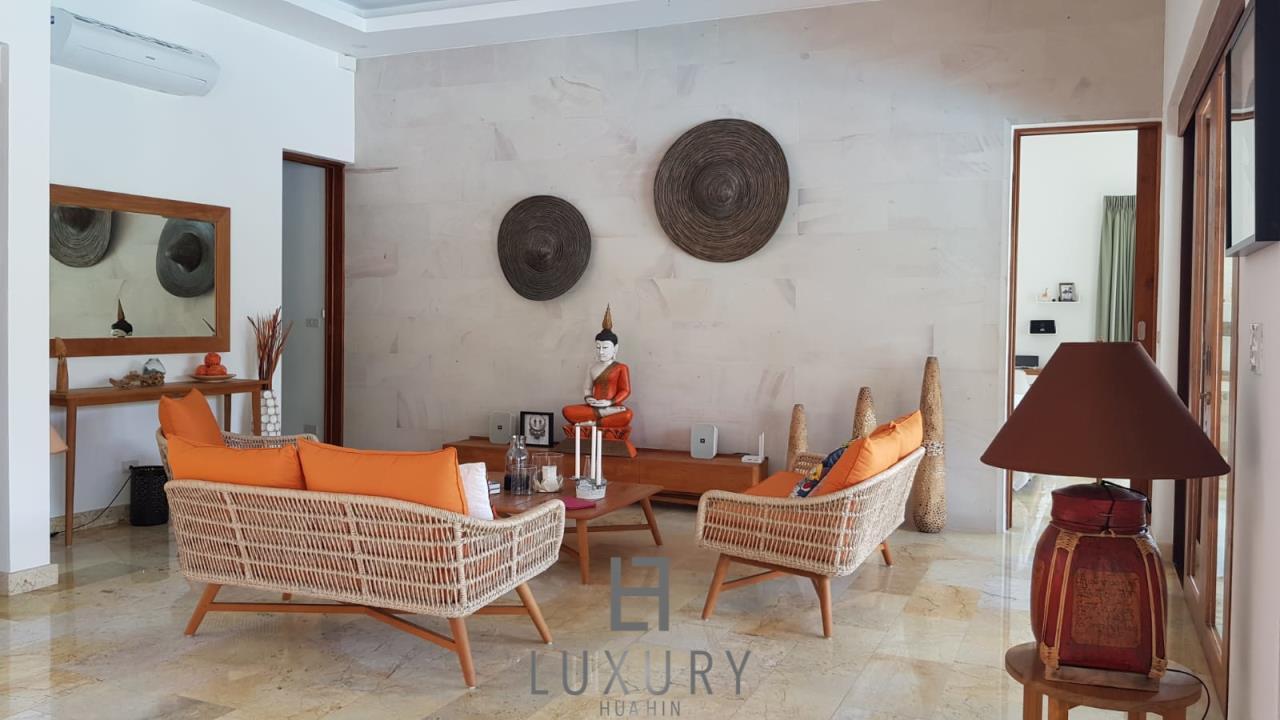 Luxury Hua Hin Property Agency's Outstanding New 4 Bedroom Pool Villa 10