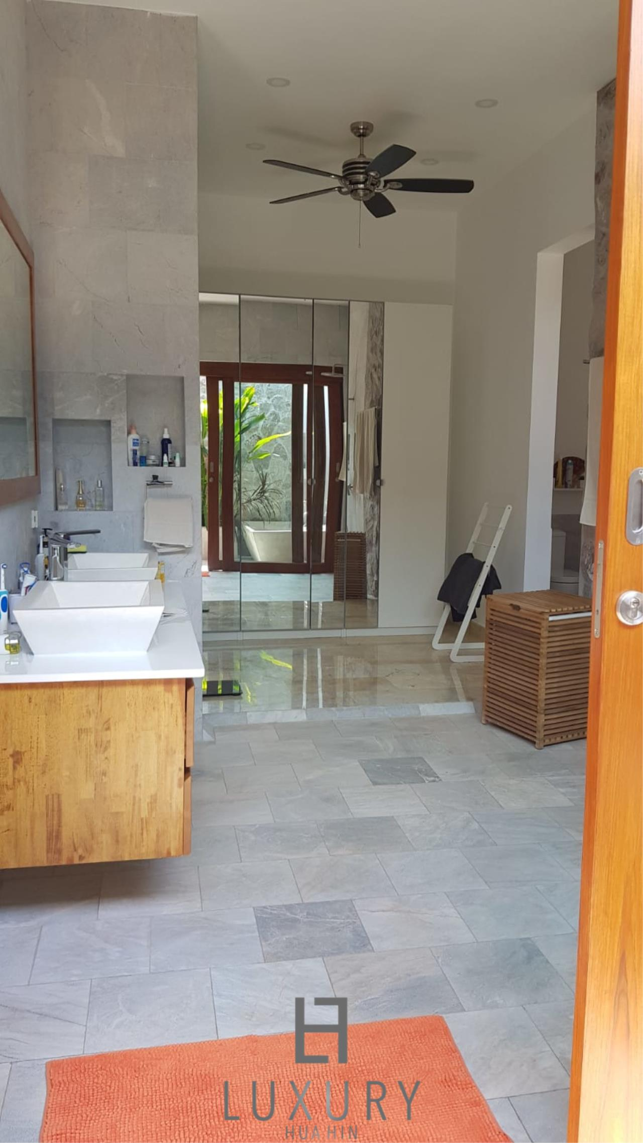 Luxury Hua Hin Property Agency's Outstanding New 4 Bedroom Pool Villa 19