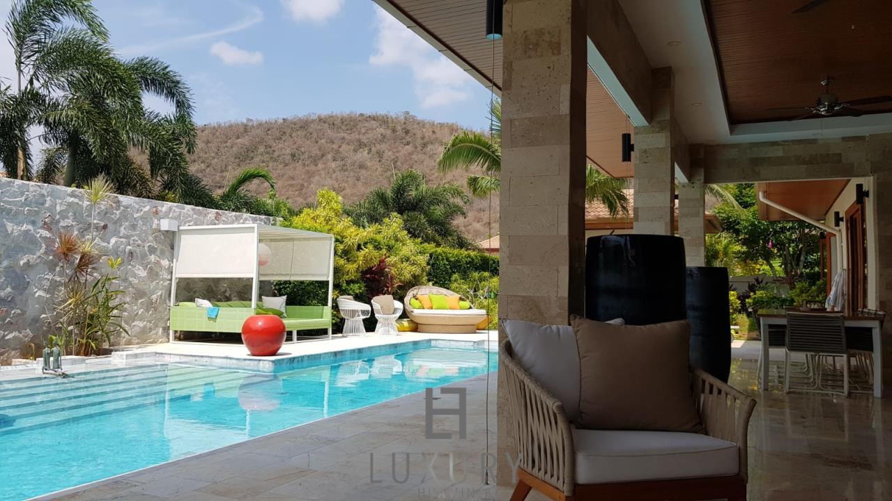 Luxury Hua Hin Property Agency's Outstanding New 4 Bedroom Pool Villa 3