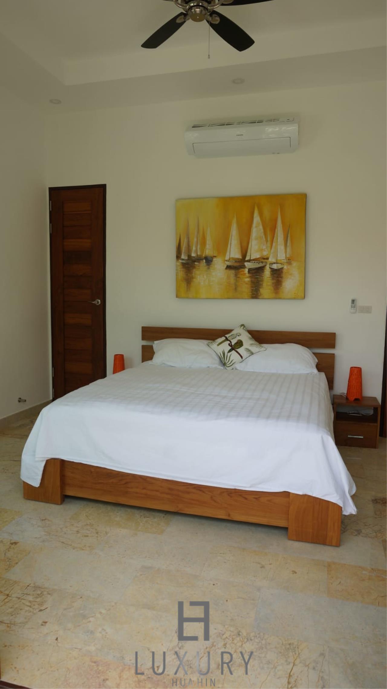 Luxury Hua Hin Property Agency's Outstanding New 4 Bedroom Pool Villa 16