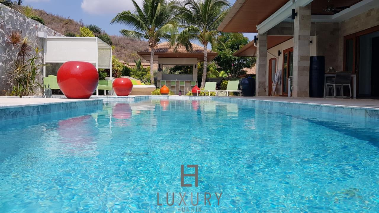 Luxury Hua Hin Property Agency's Outstanding New 4 Bedroom Pool Villa 5