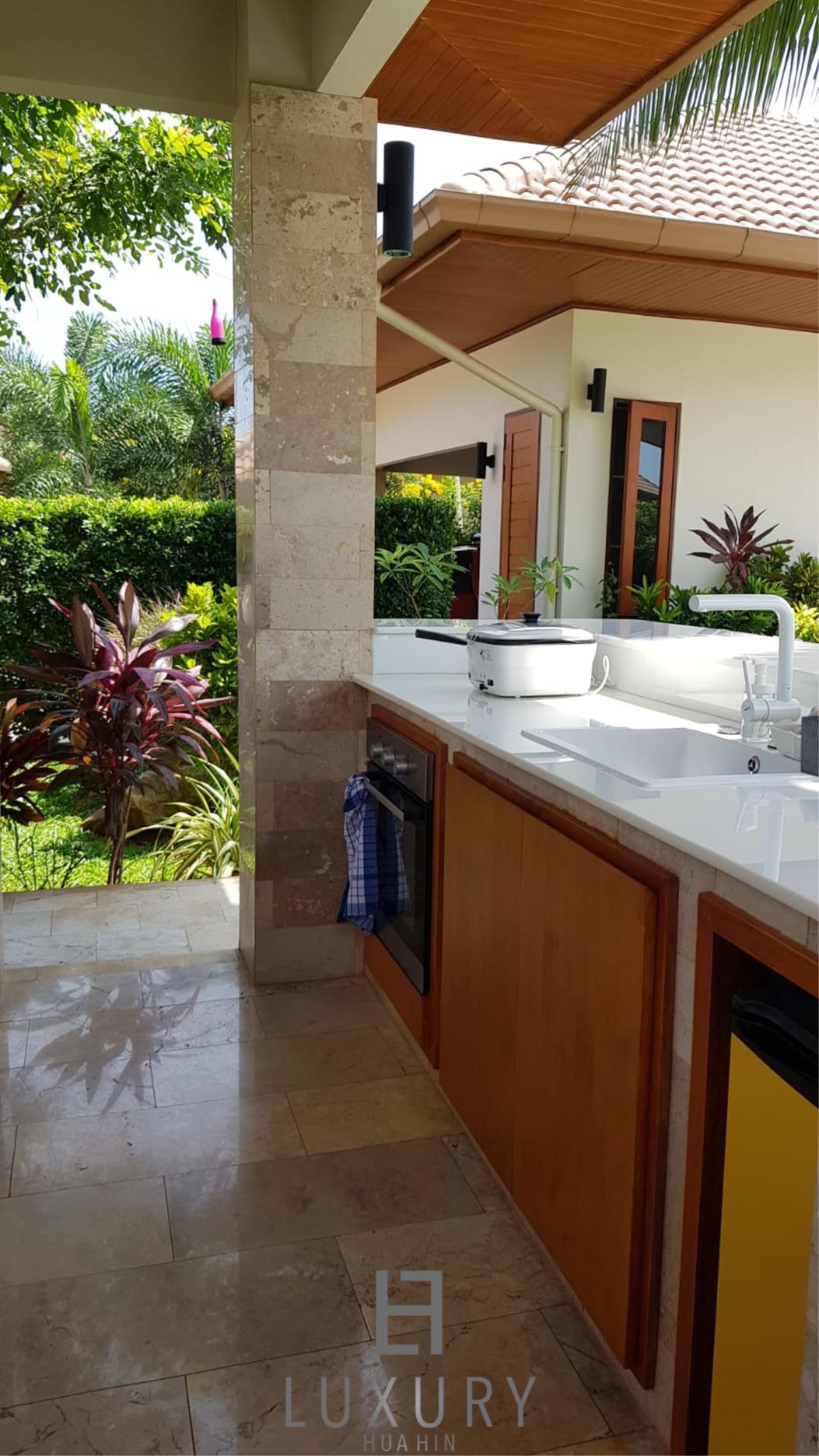 Luxury Hua Hin Property Agency's Outstanding New 4 Bedroom Pool Villa 21
