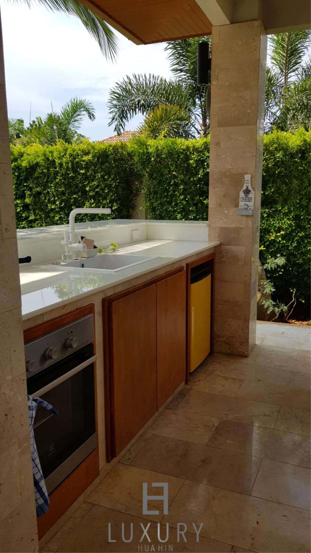 Luxury Hua Hin Property Agency's Outstanding New 4 Bedroom Pool Villa 23