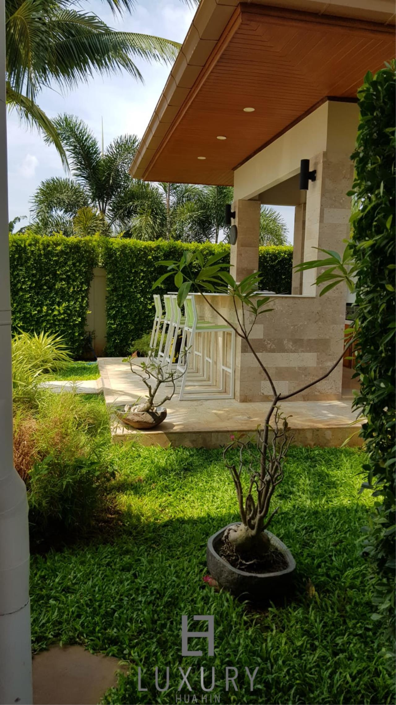 Luxury Hua Hin Property Agency's Outstanding New 4 Bedroom Pool Villa 24