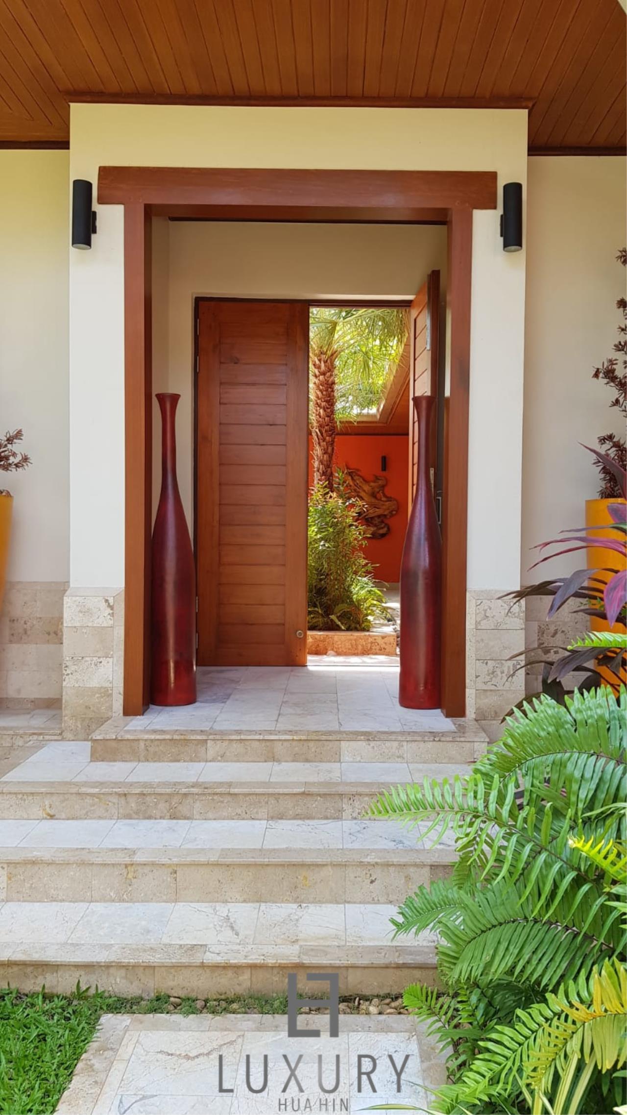 Luxury Hua Hin Property Agency's Outstanding New 4 Bedroom Pool Villa 25