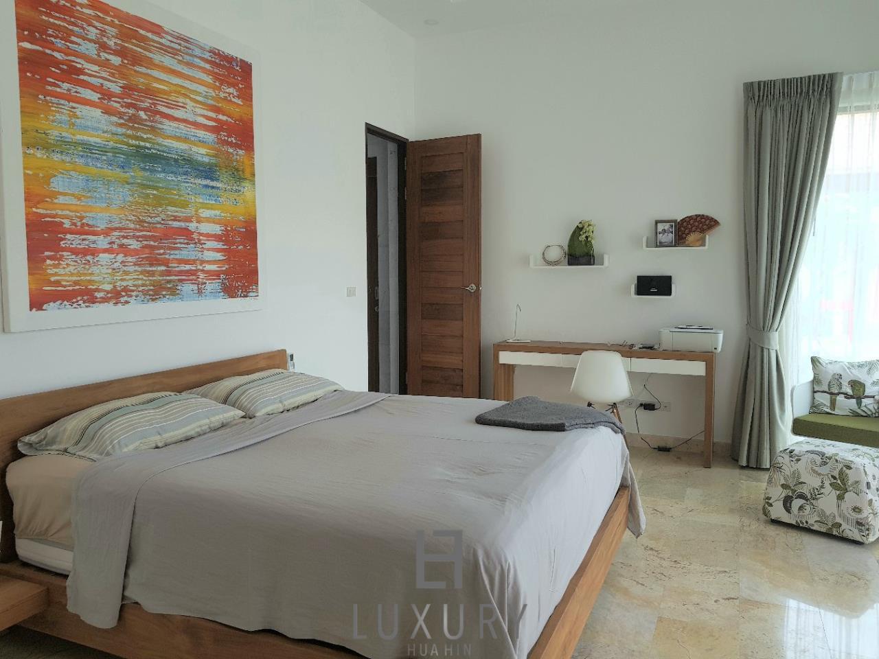 Luxury Hua Hin Property Agency's Outstanding New 4 Bedroom Pool Villa 12