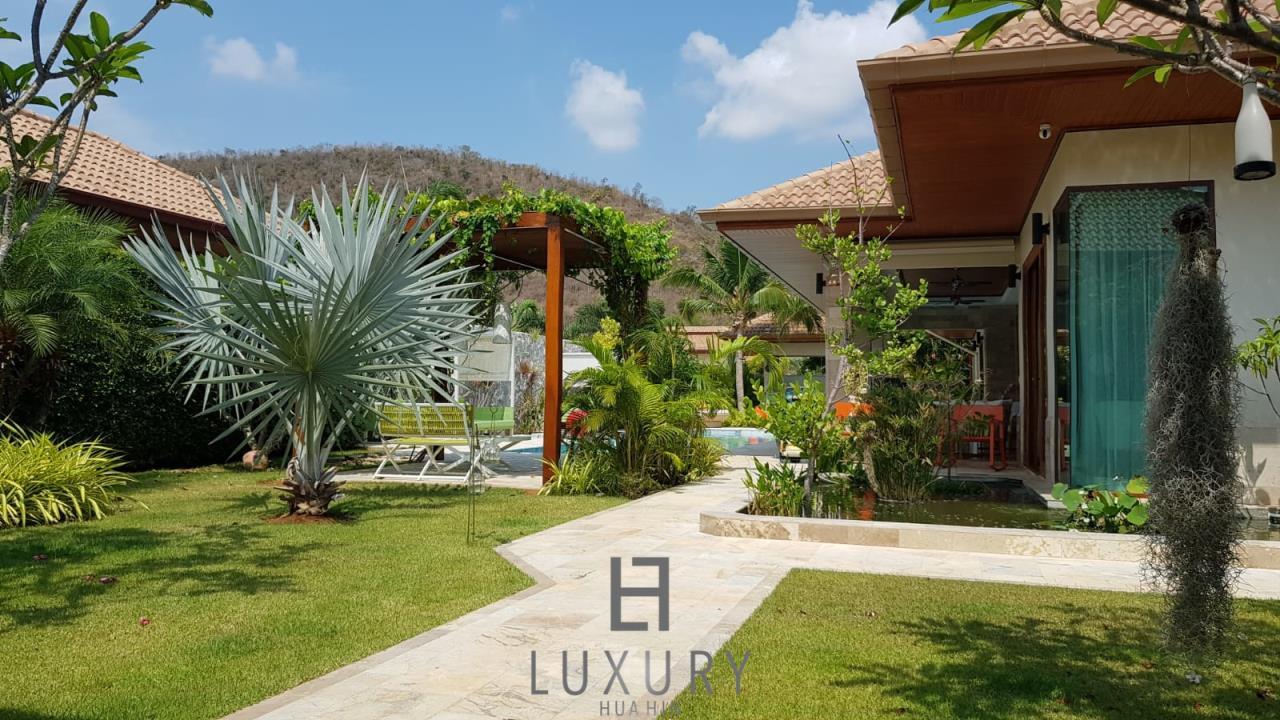 Luxury Hua Hin Property Agency's Outstanding New 4 Bedroom Pool Villa 7