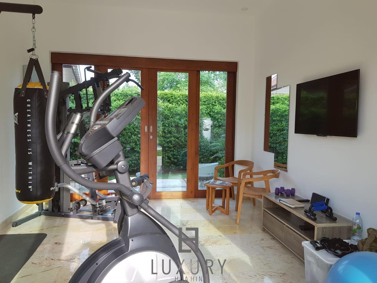 Luxury Hua Hin Property Agency's Outstanding New 4 Bedroom Pool Villa 17