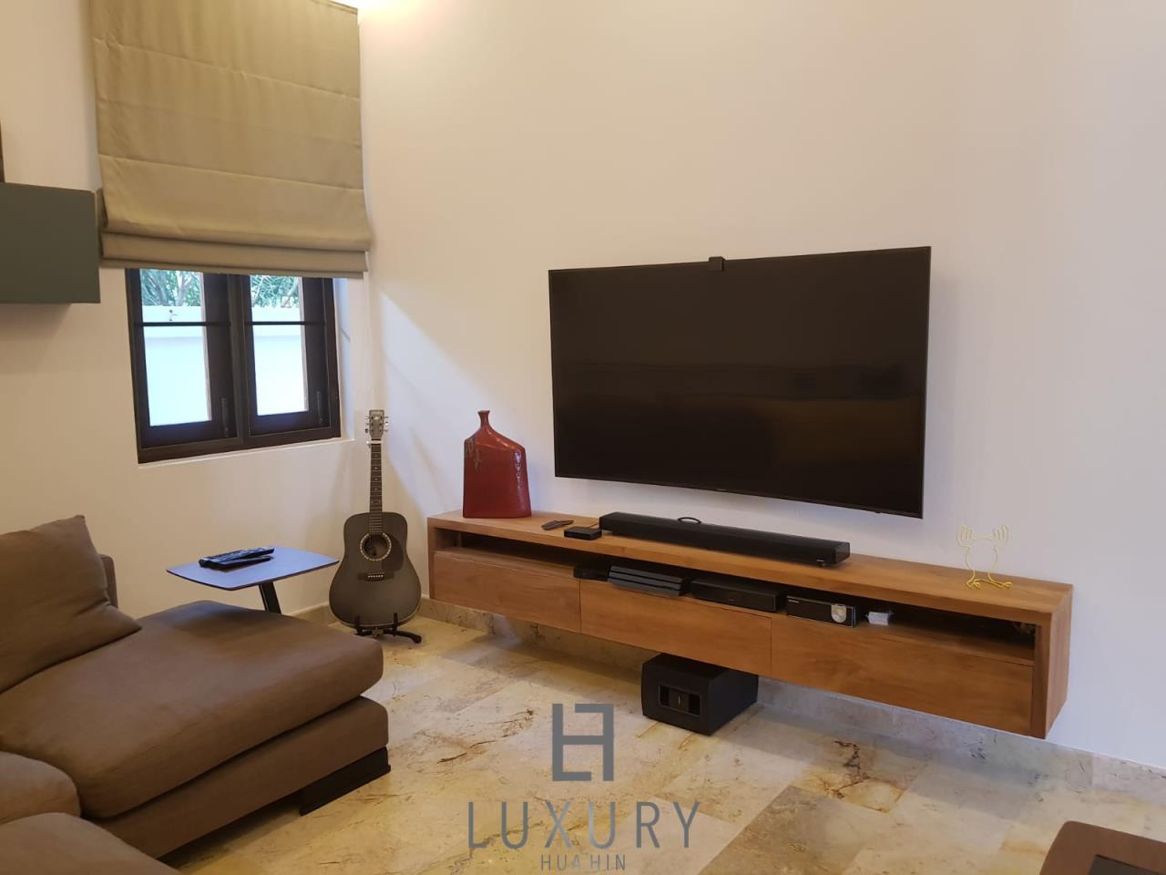 Luxury Hua Hin Property Agency's Outstanding New 4 Bedroom Pool Villa 11