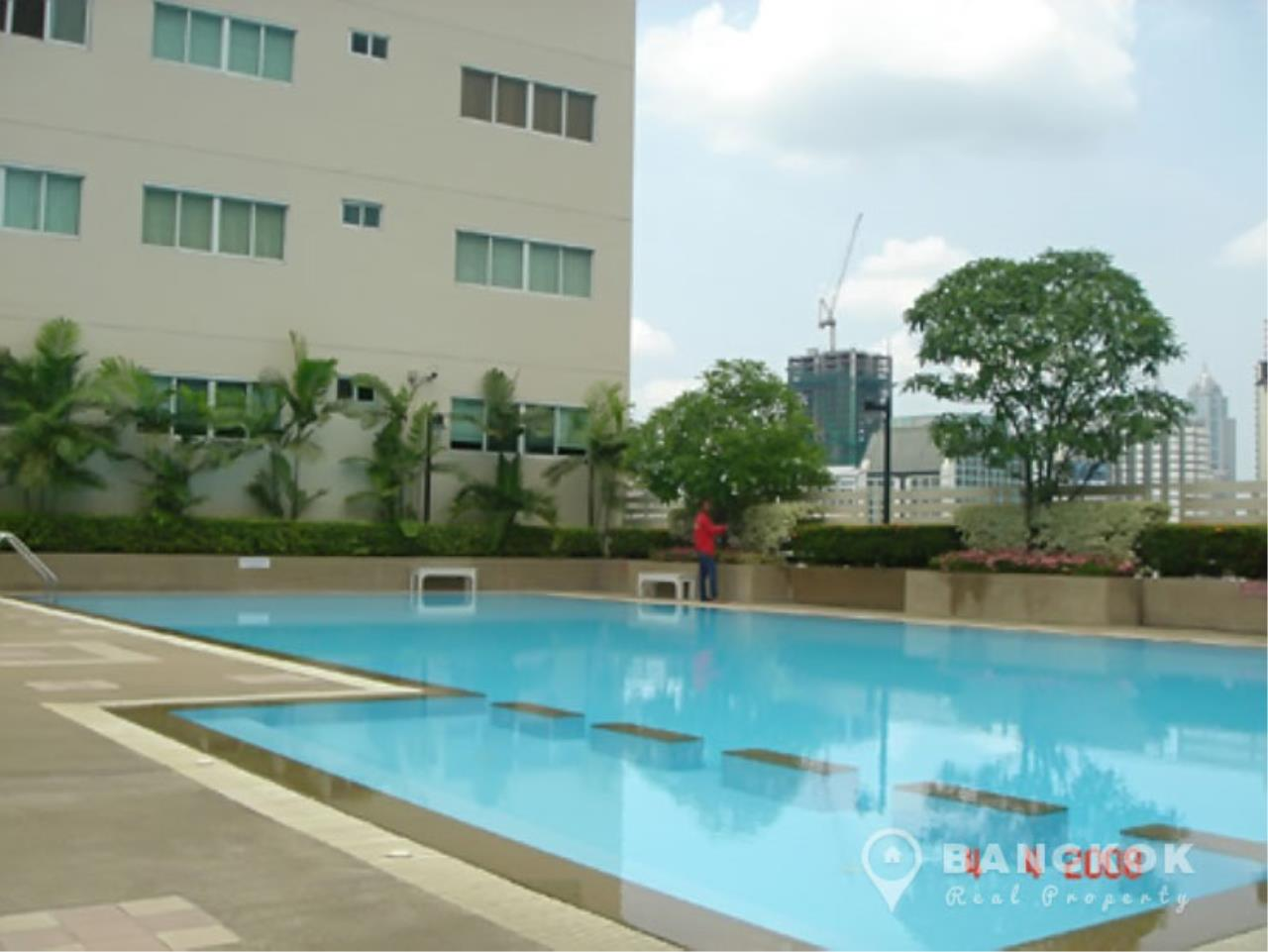 Bangkok Real Property Agency's Grand Parkview Asoke | Spacious 2 Bed 1 Bath Penthouse with Terrace 8