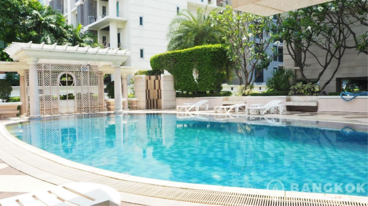 Bangkok Real Property Agency's La Vie En Rose Place | Spacious Modern 3 Bed near BTS 7