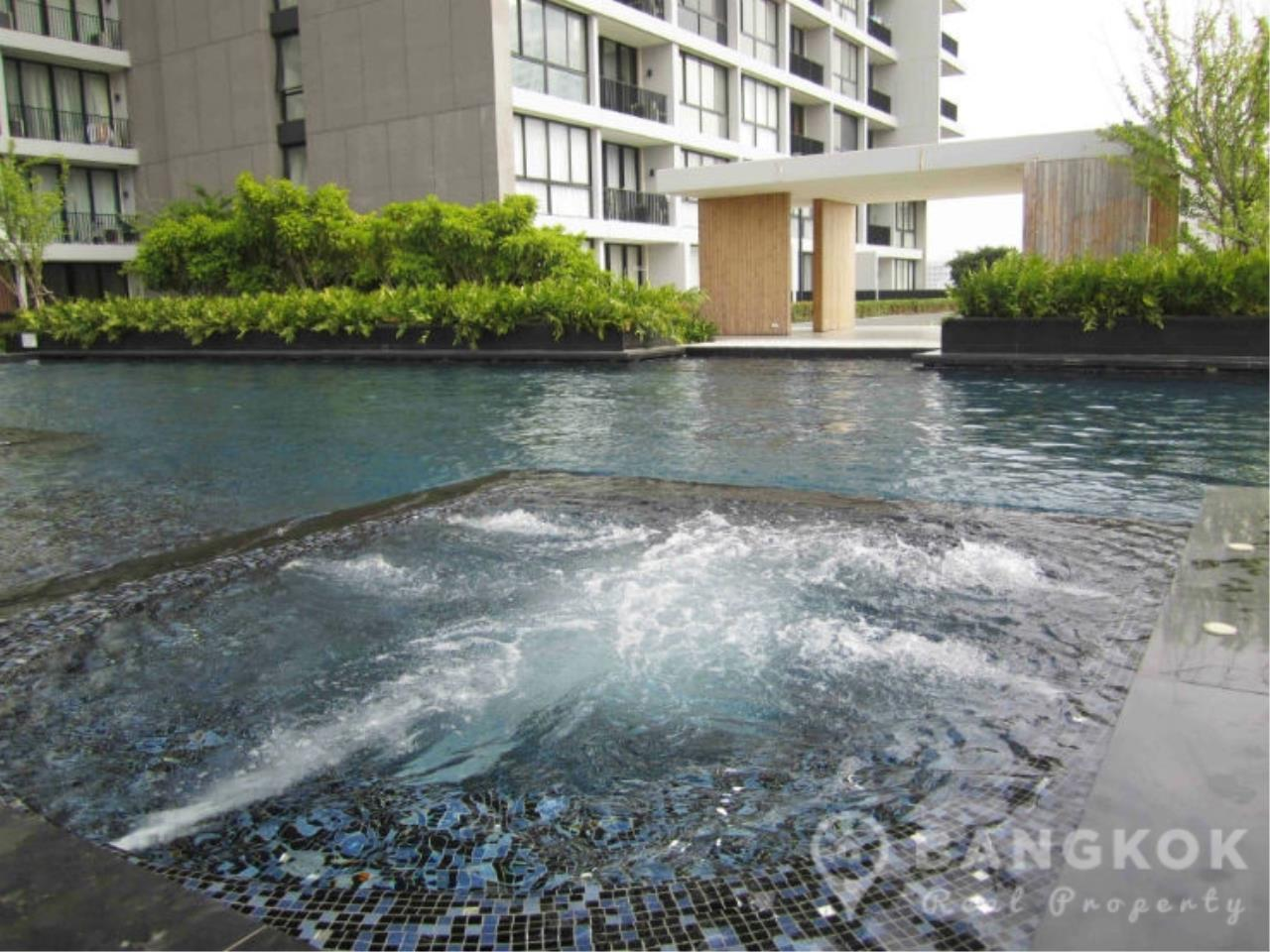 Bangkok Real Property Agency's Issara Ladprao | Stylish High Floor Studio with Stunning Views 14