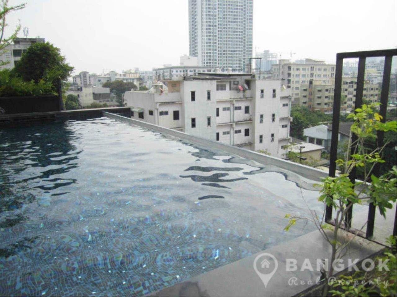 Bangkok Real Property Agency's Issara Ladprao | Stylish High Floor Studio with Stunning Views 15