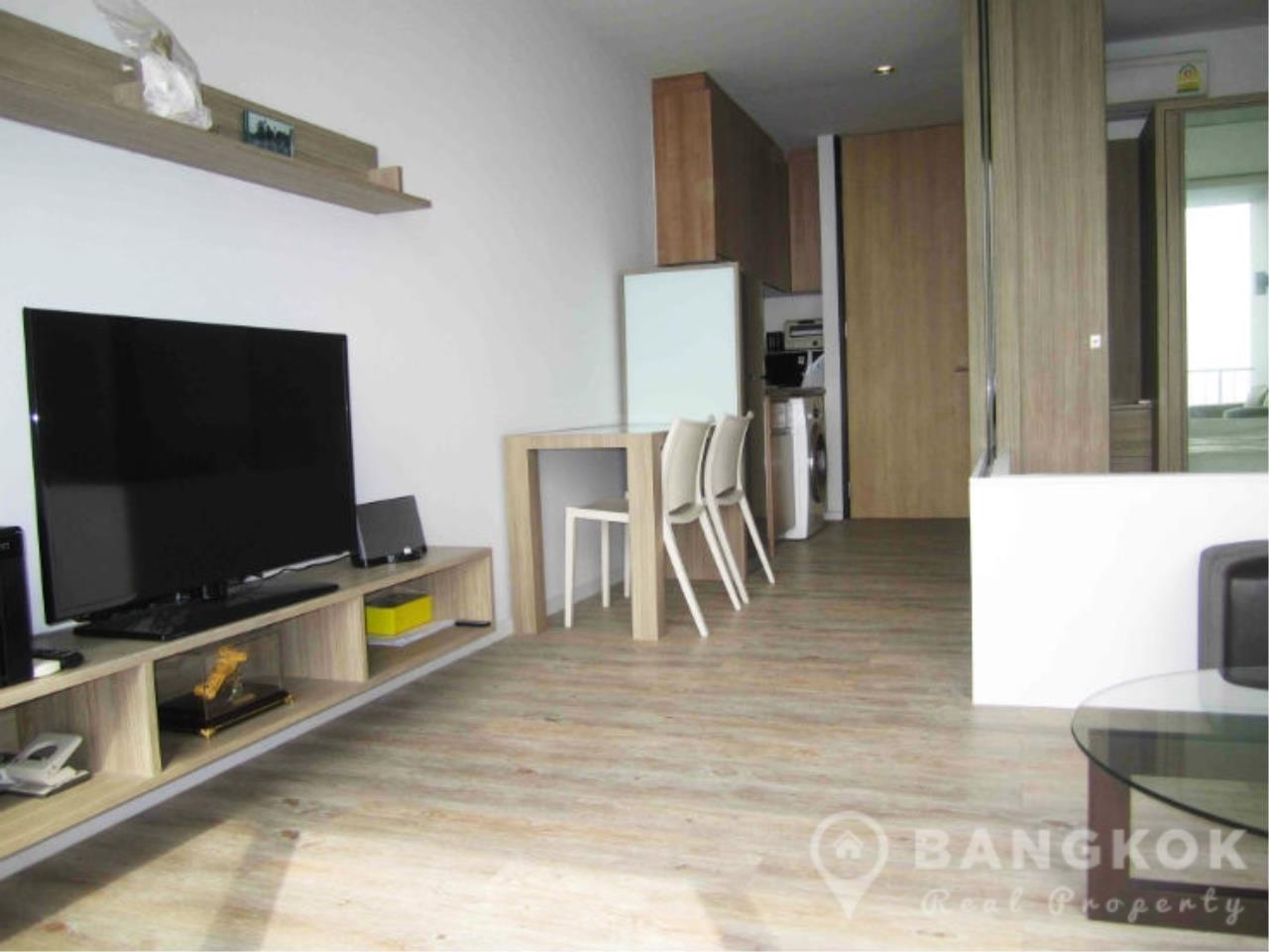 Bangkok Real Property Agency's Issara Ladprao | Stylish High Floor Studio with Stunning Views 3