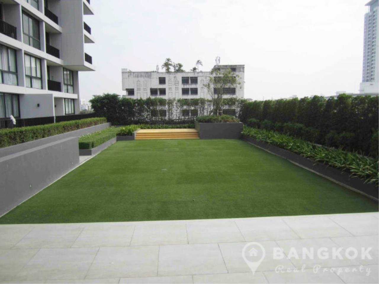 Bangkok Real Property Agency's Issara Ladprao | Stylish High Floor Studio with Stunning Views 12