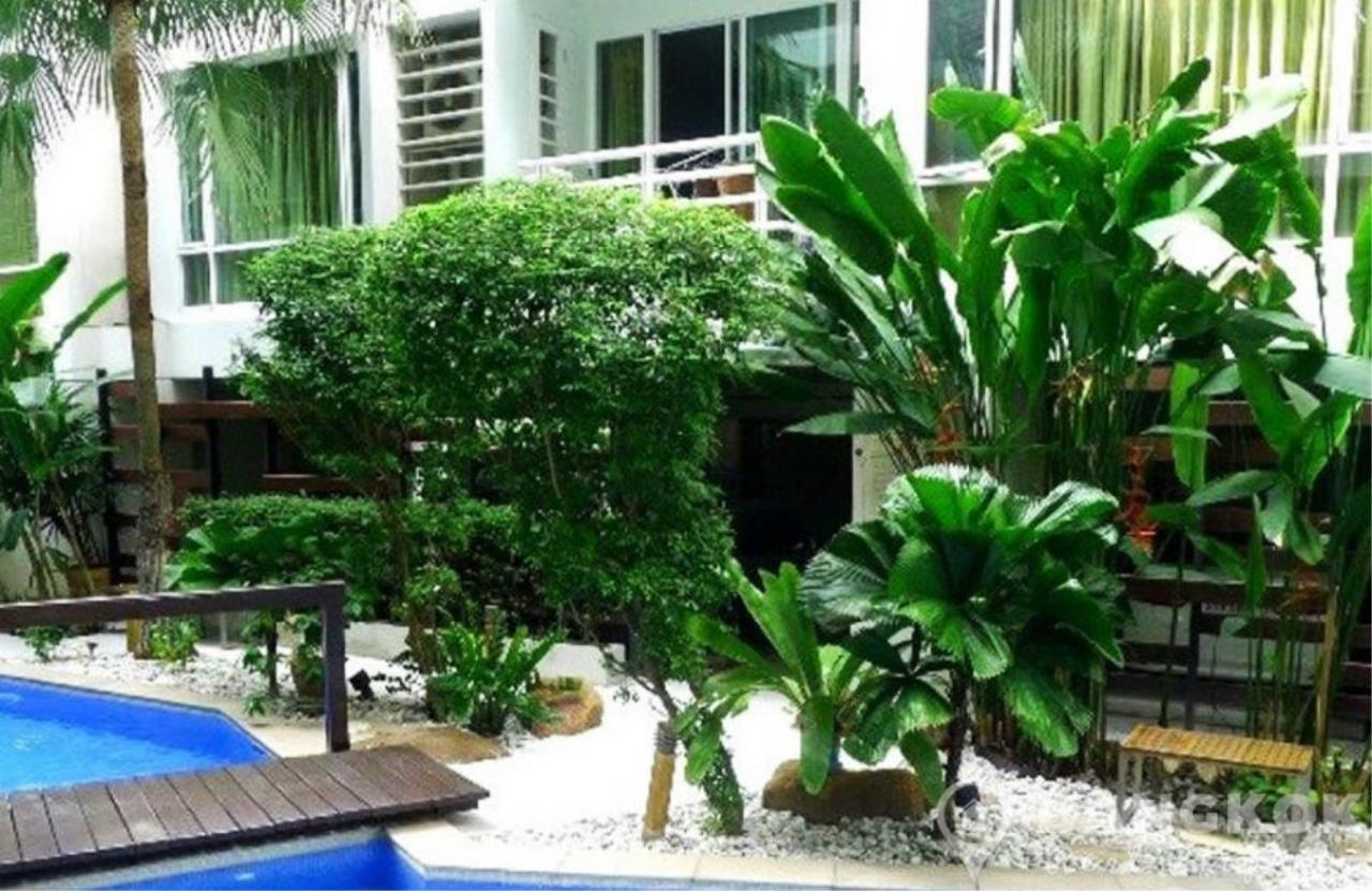 Bangkok Real Property Agency's Baan Siri Sukhumvit 10 | Spacious Modern 1 Bed near Nana BTS 9