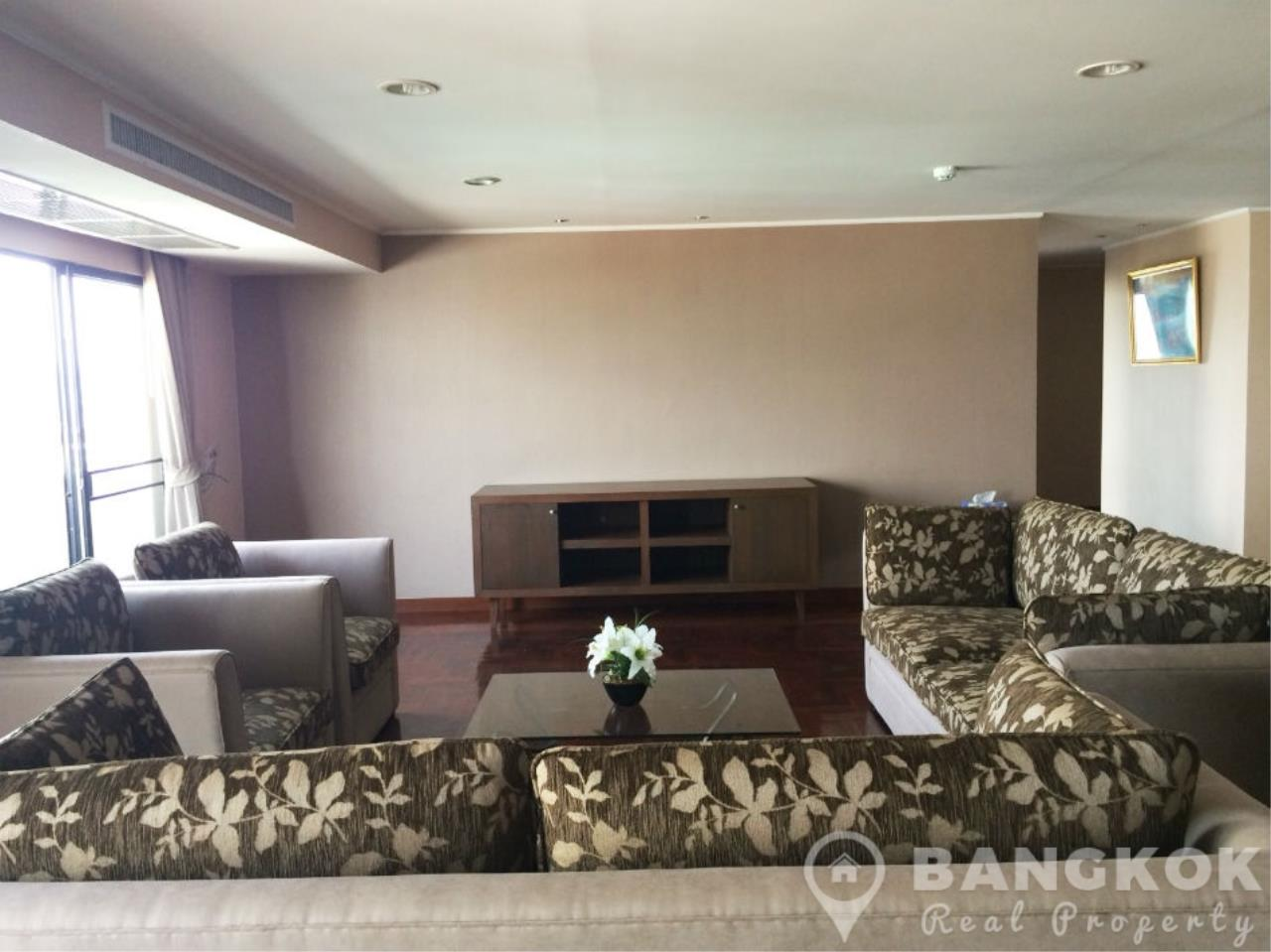 Bangkok Real Property Agency's Casa Viva | Very Spacious 3 Bed 3 Bath Condo in Ekkamai 1