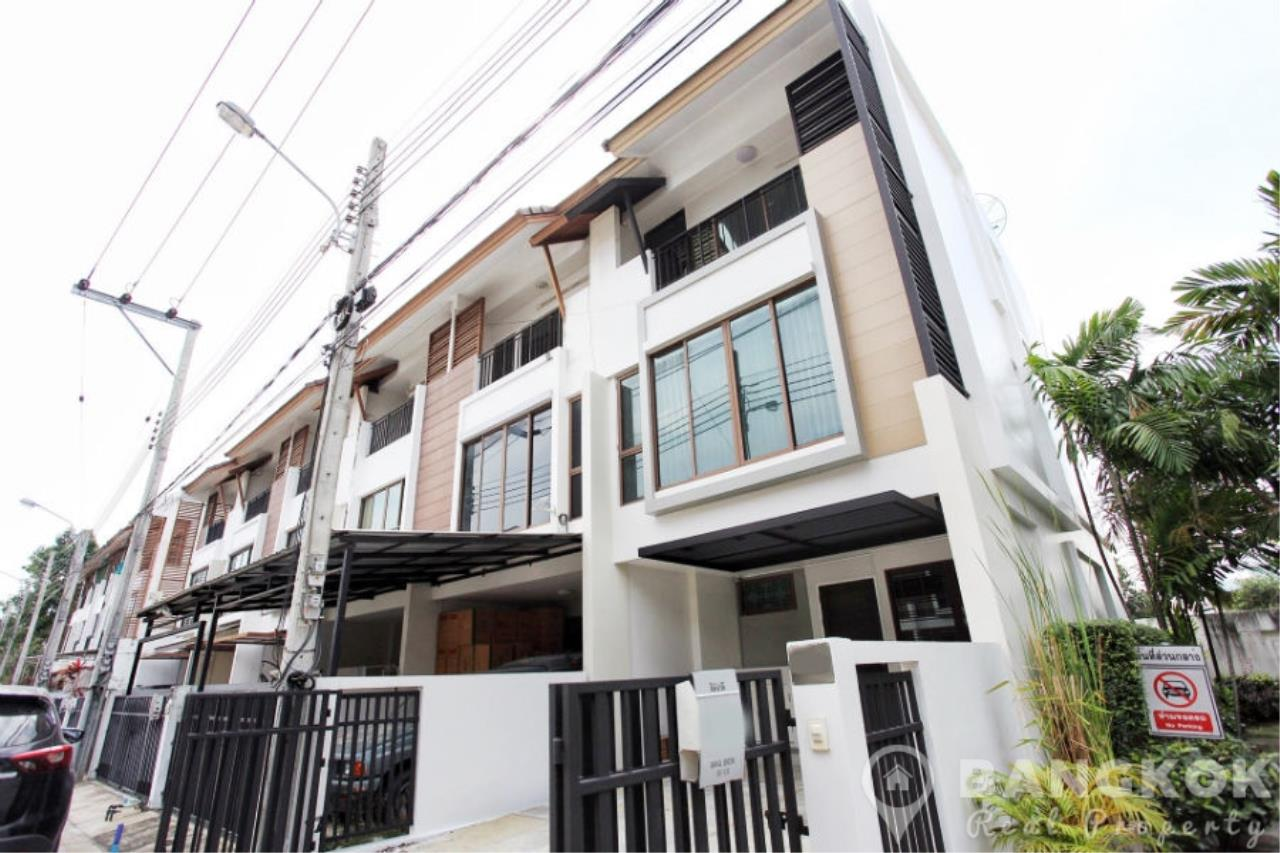 Bangkok Real Property Agency's Spacious 1st Rental 3 Bed 4 Bath Bangchak Townhouse near BTS 1