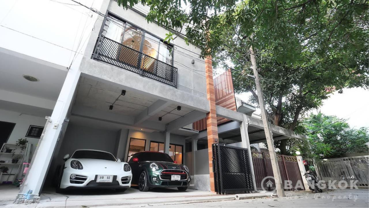 Bangkok Real Property Agency's Stunning Loft Style 3 Bed Townhouse in Phrom Phong  5