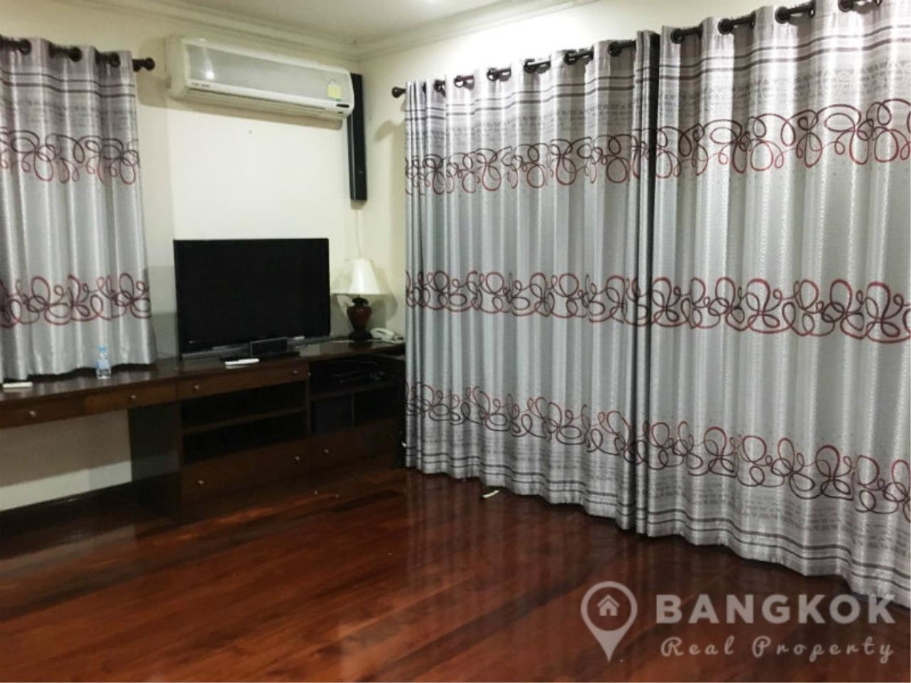 Bangkok Real Property Agency's Large Detached 6 Bed 5 Bath Phatthanakan House for Sale 12