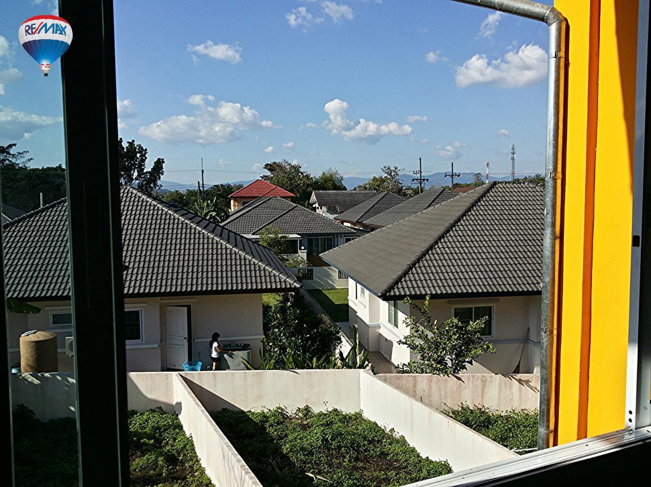 RE/MAX Classic Agency's Selling new townhome !!!  at 1.35 million bath downtown Chiang Rai. 15