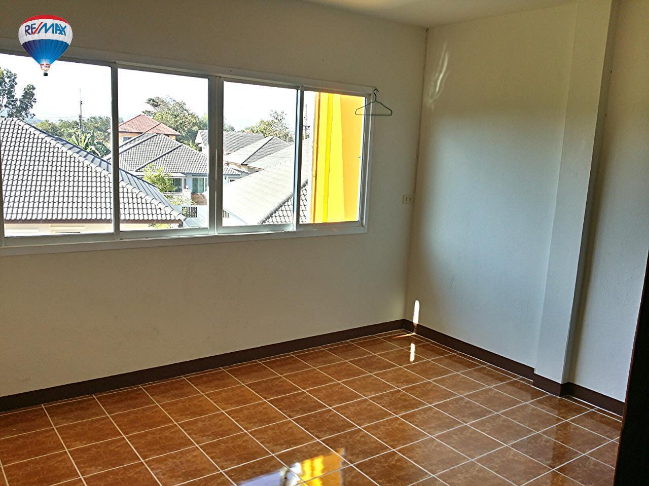 RE/MAX Classic Agency's Selling new townhome !!!  at 1.35 million bath downtown Chiang Rai. 12