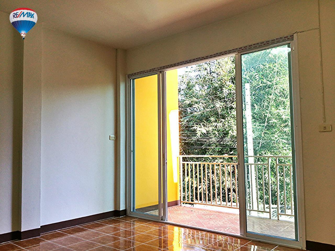 RE/MAX Classic Agency's Selling new townhome !!!  at 1.35 million bath downtown Chiang Rai. 9