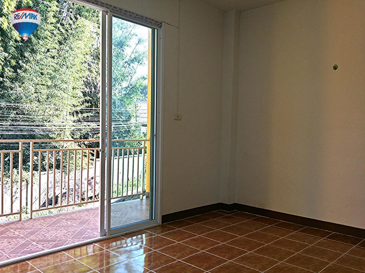 RE/MAX Classic Agency's Selling new townhome !!!  at 1.35 million bath downtown Chiang Rai. 10