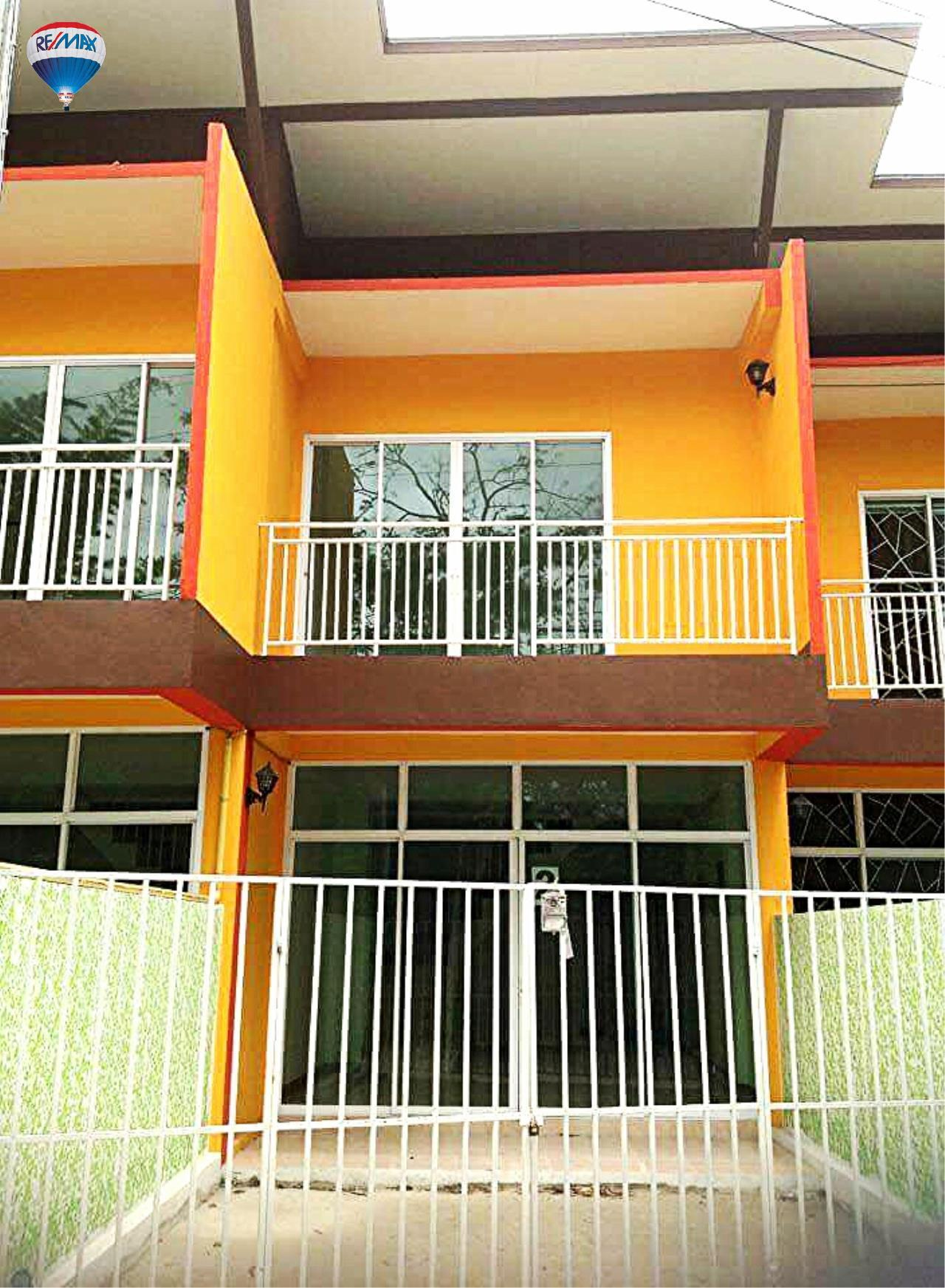 RE/MAX Classic Agency's Selling new townhome !!!  at 1.35 million bath downtown Chiang Rai. 1