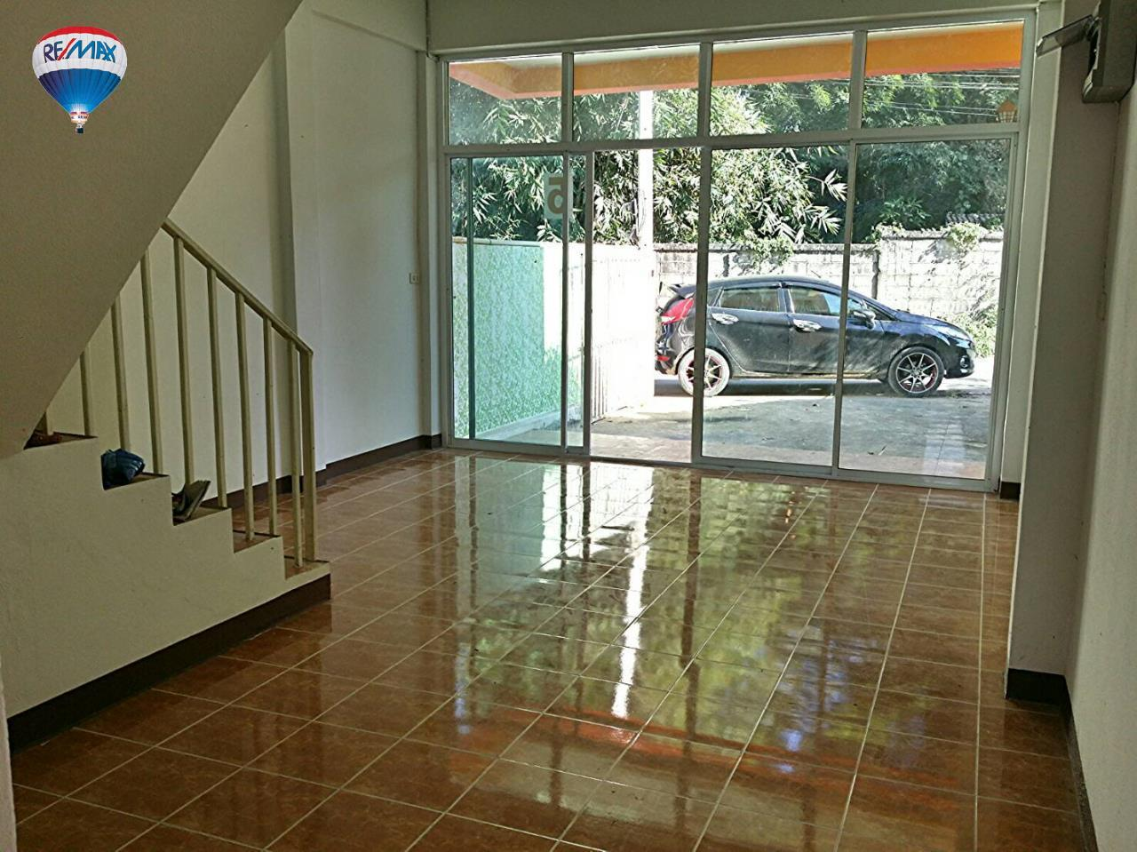 RE/MAX Classic Agency's Selling new townhome !!!  at 1.35 million bath downtown Chiang Rai. 5