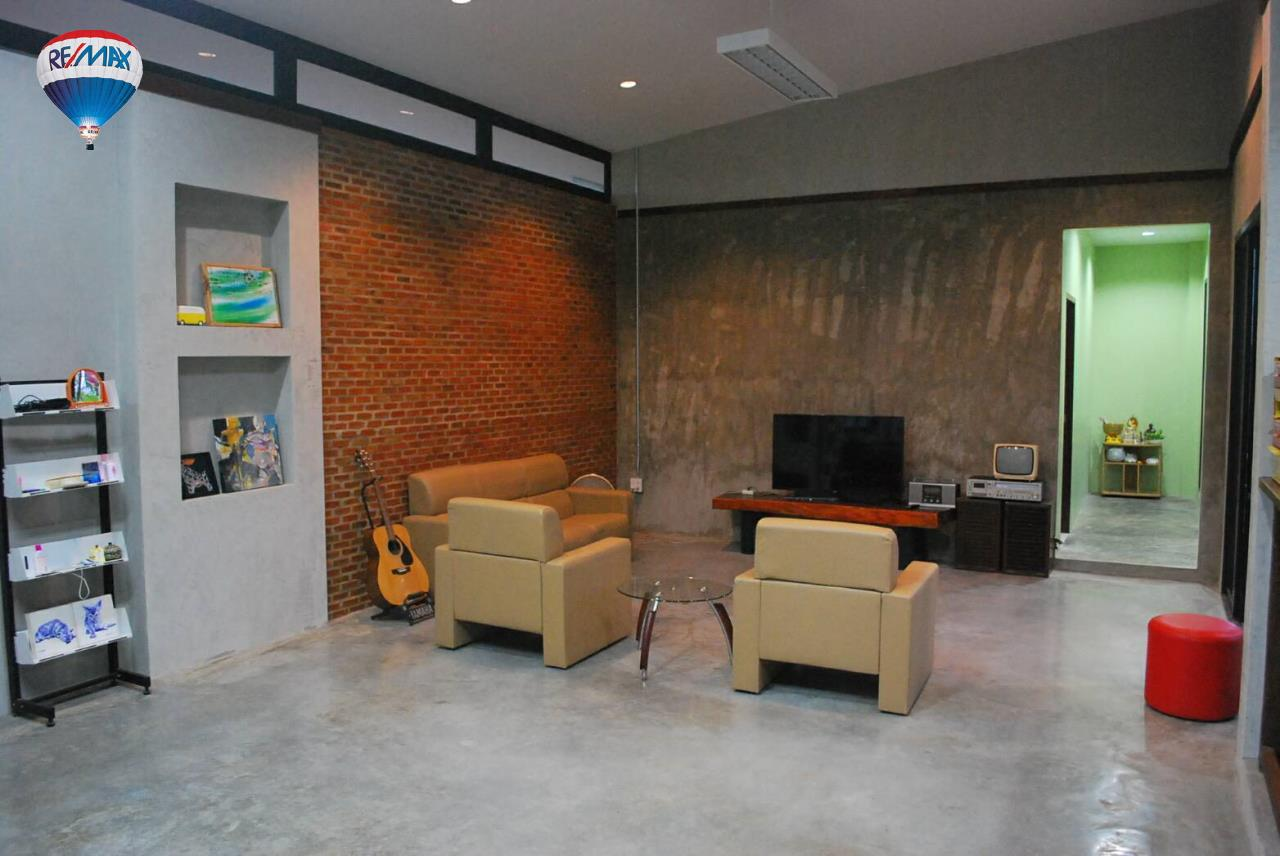 RE/MAX Classic Agency's House for sale style modern good atmosphere 5