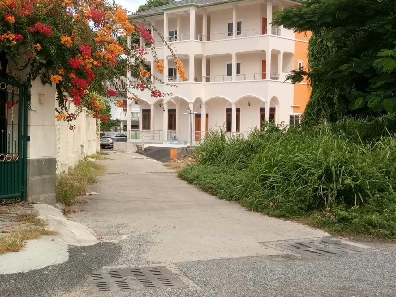 Agent - Thammajak Agency's Sale building 3 floors Pattaya Nakluea 16 Alley, near Wongamat beach Pattaya 1