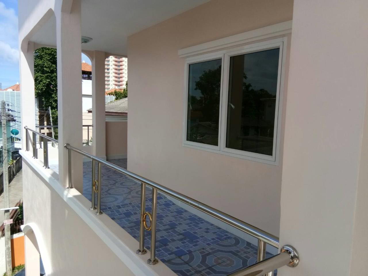 Agent - Thammajak Agency's Sale building 3 floors Pattaya Nakluea 16 Alley, near Wongamat beach Pattaya 13