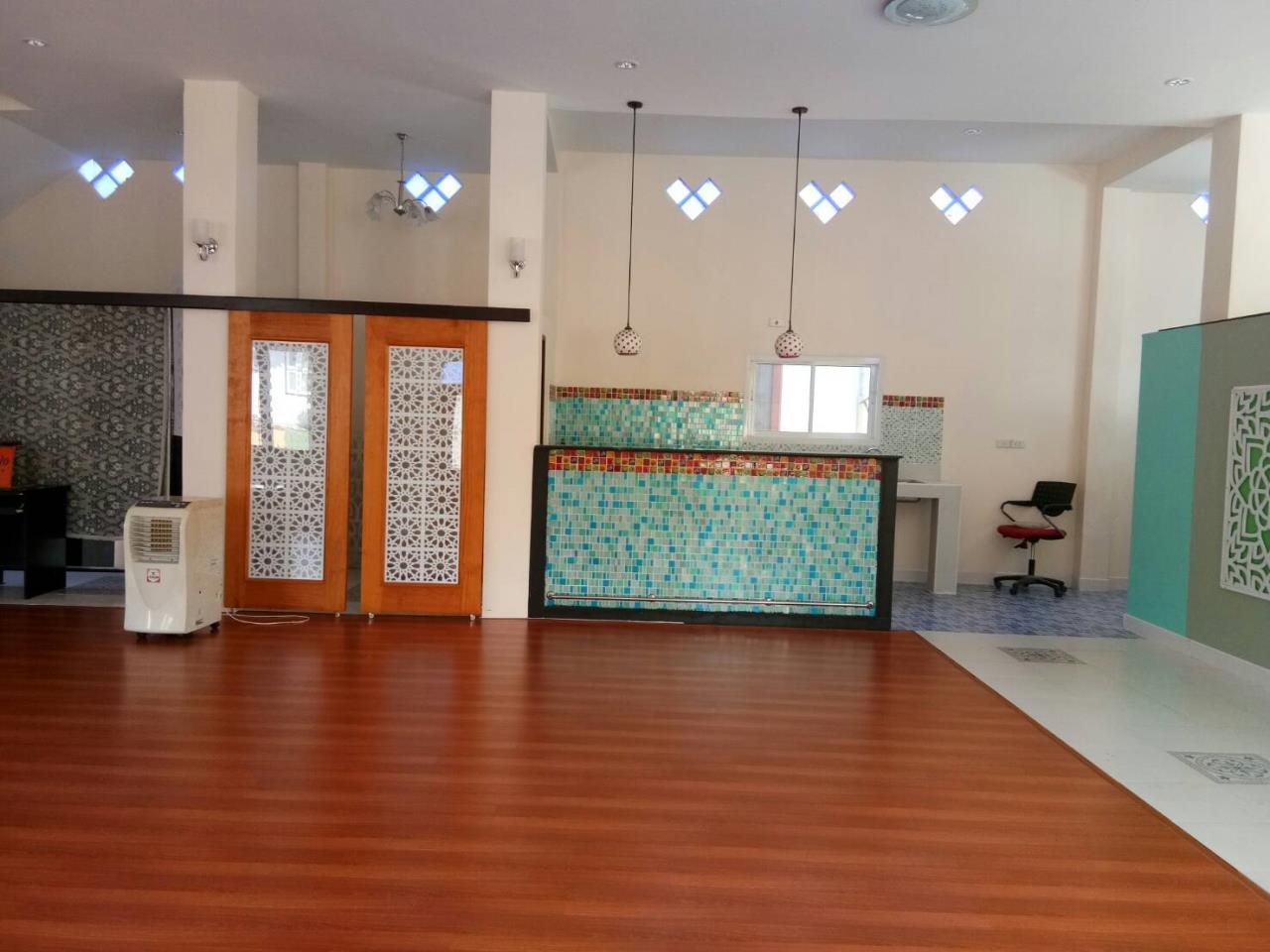 Agent - Thammajak Agency's Sale building 3 floors Pattaya Nakluea 16 Alley, near Wongamat beach Pattaya 7