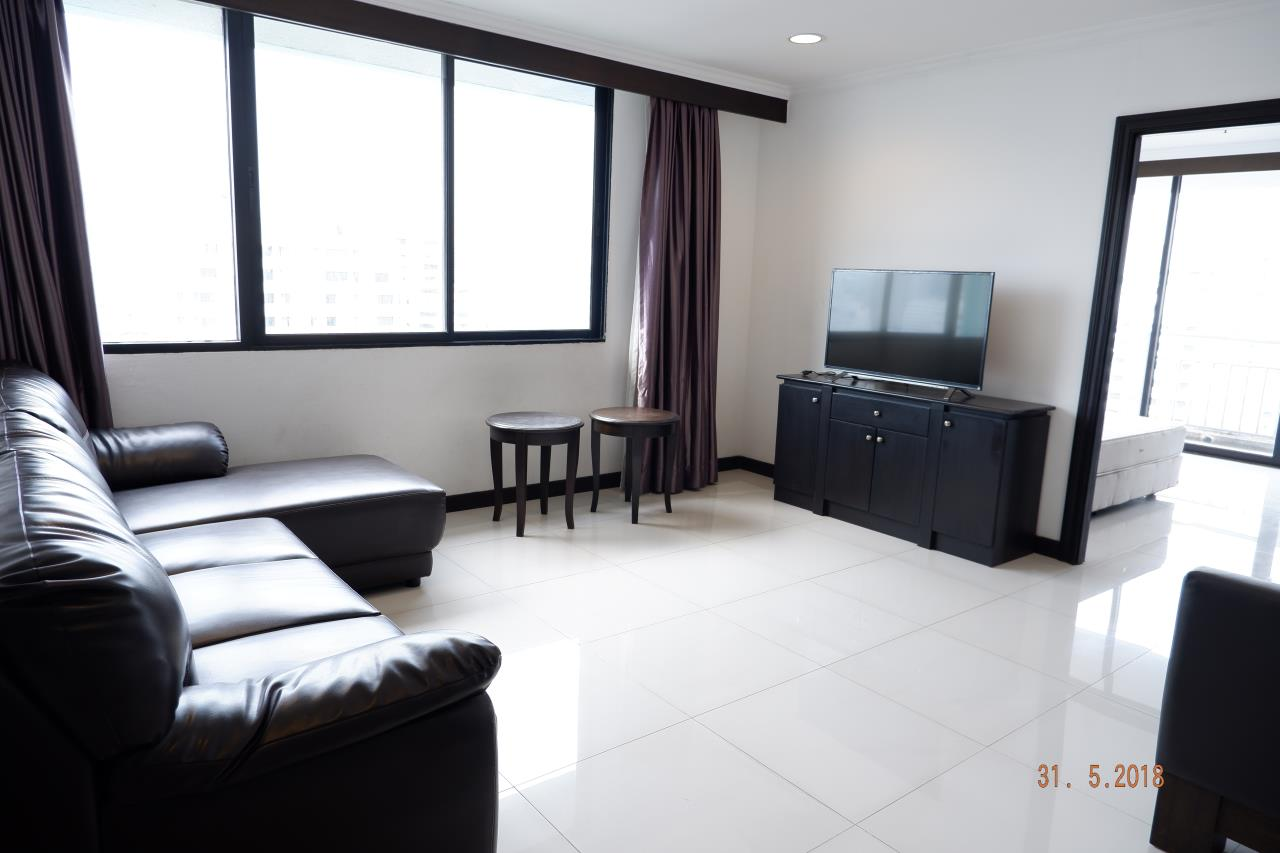 Sukritta Property Agency's For Rent Lake Green Condo Near BTS Nana 4