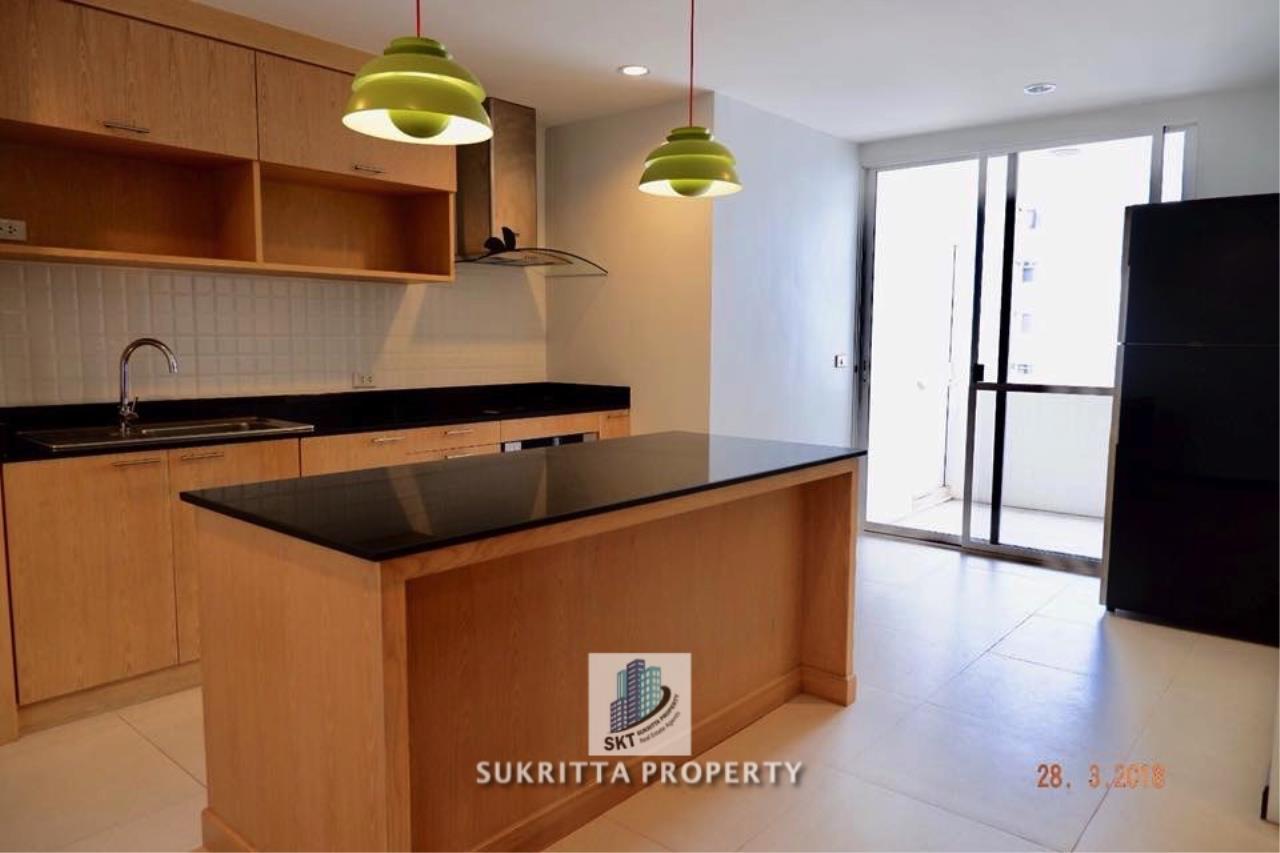 Sukritta Property Agency's Newton Tower Near BTS Nana 5