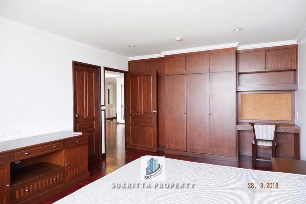 Sukritta Property Agency's Newton Tower Near BTS Nana 11