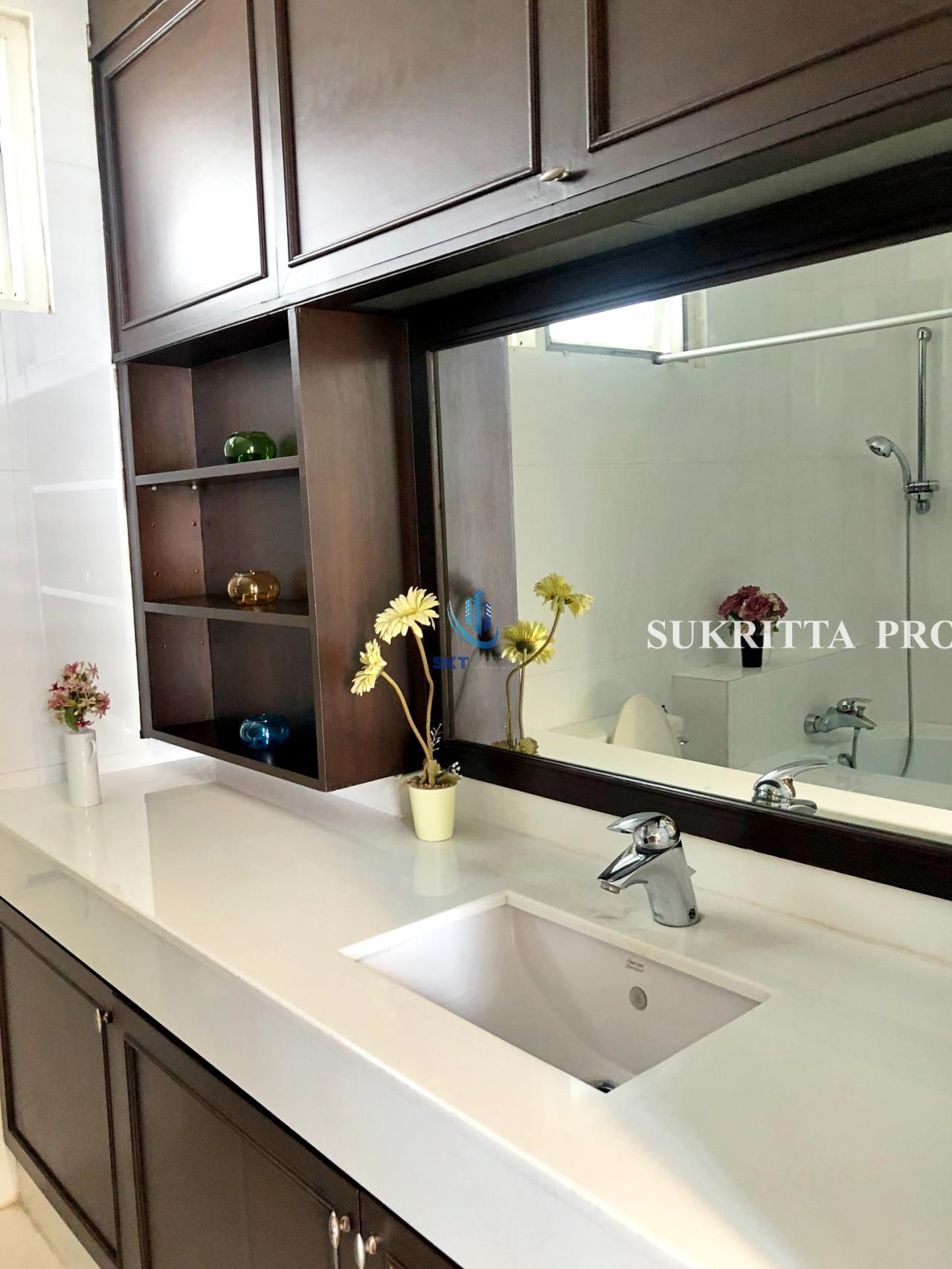 Sukritta Property Agency's Hawaii Tower On Sukhumvit 23 Near Bts Phompong 15