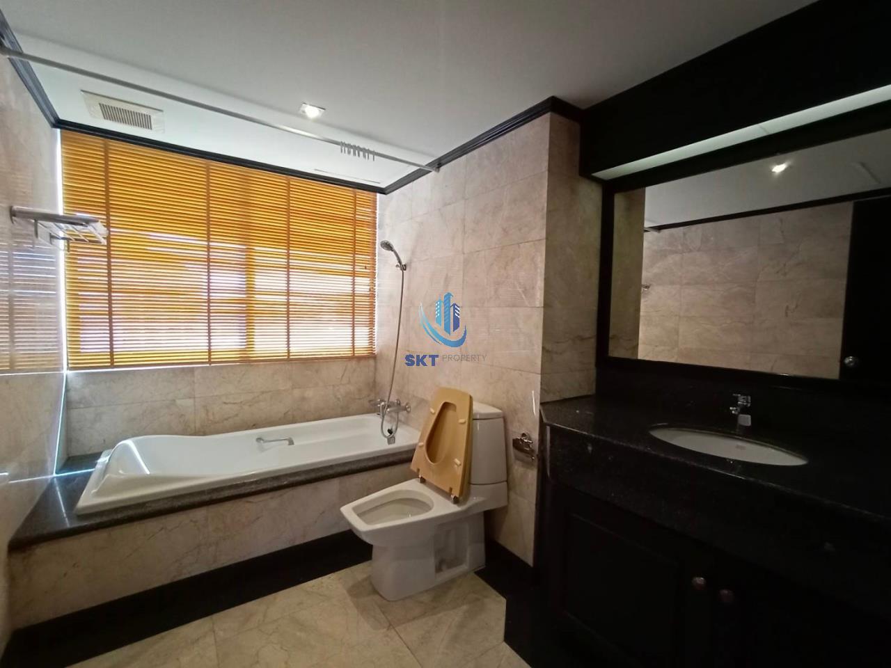 Sukritta Property Agency's Lake Avenue (BTS Asoke) Sukhumvit 16 9