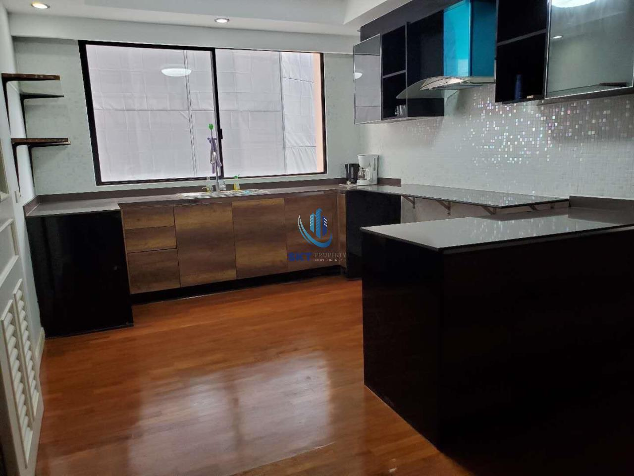 Sukritta Property Agency's  Apartment - BTS Phrom Phrong 4