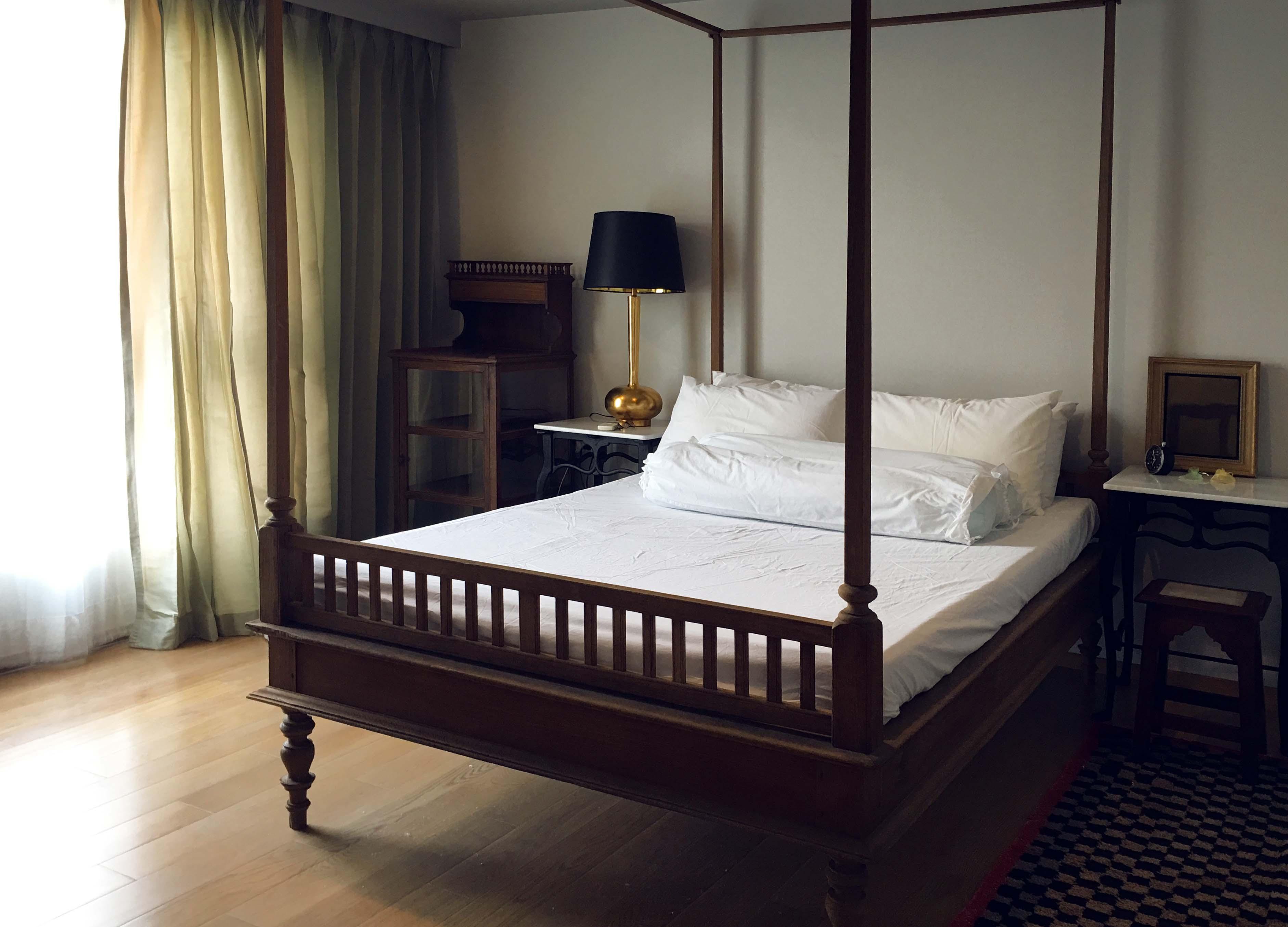 In Bangkok Condo Agency's 52sqm, 1 bed, pool/temple view, balcony, near BTS  5